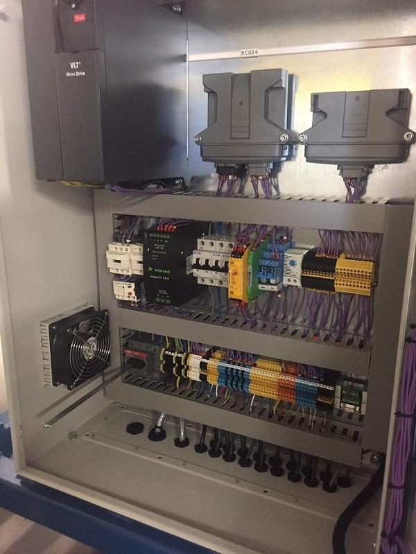 Electrical power and control panel for pressure test rig